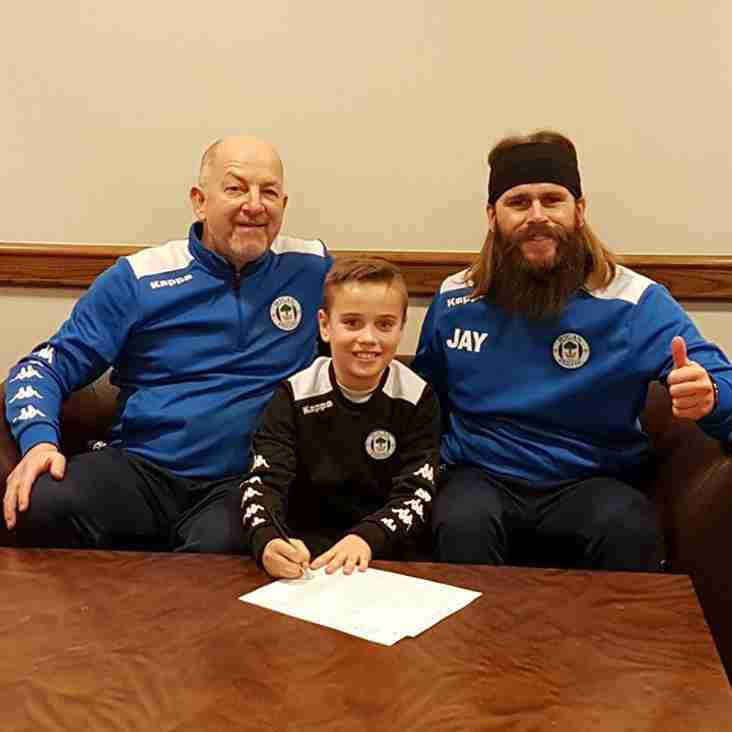 GENESIS PLAYER SIGNS CONTRACT AT WIGAN...