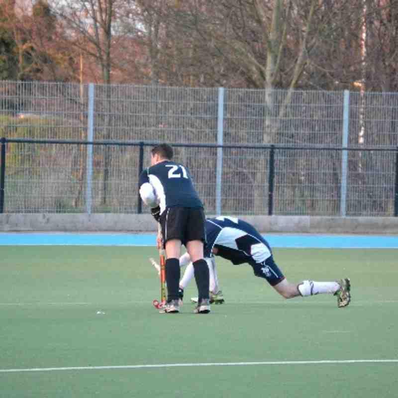 Mens 3s beating Surbiton 5-3