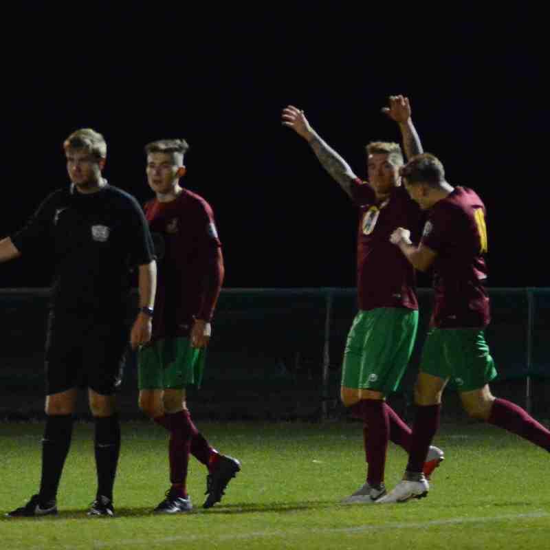 Holyport FC v Woodley United