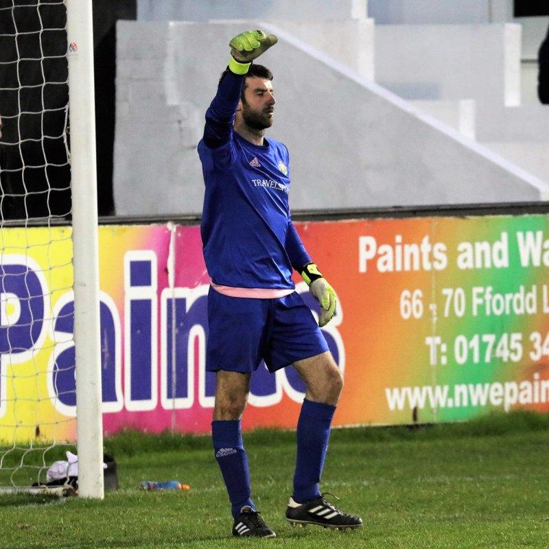 New keeper Gwydion Owen signs for Denbigh Town
