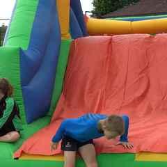 Summer Camp 2016 - Kids having fun on the assault course.