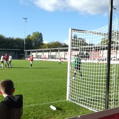 Rob Hopley goes close with header