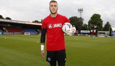 Goalkeeper Smith Extends Loan Spell With Eastbourne Borough