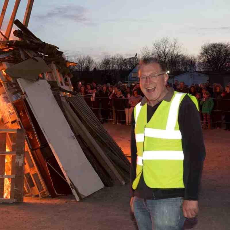 Queen's 90tb birthday: beacon lit at Baildon Rugby Club