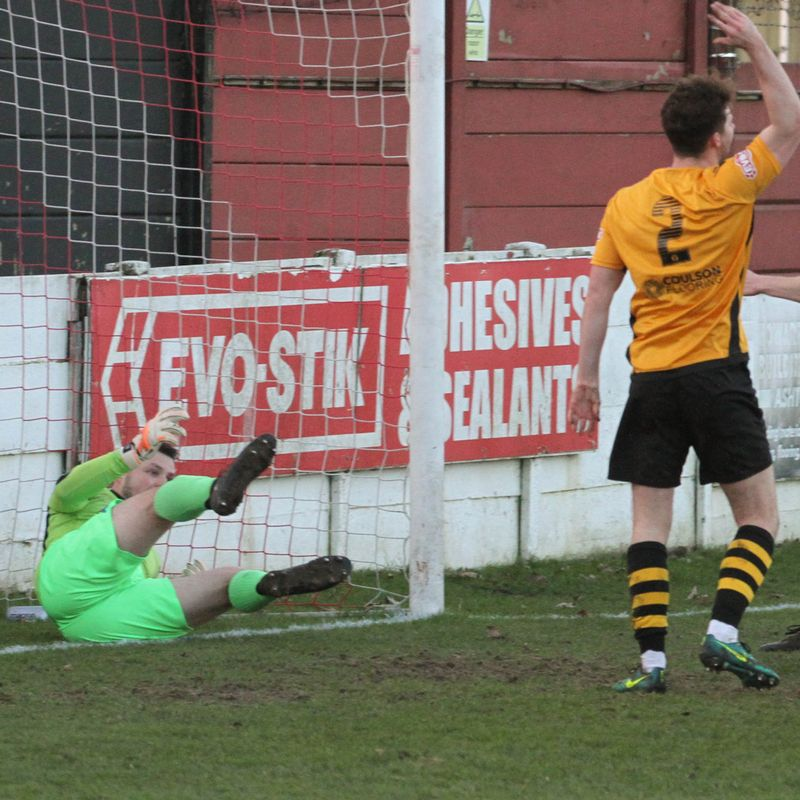 Robins complete hat trick of victories