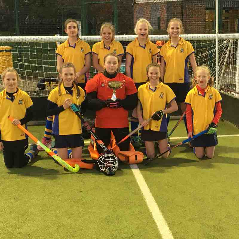 U12 Girls In2Hockey team 2017