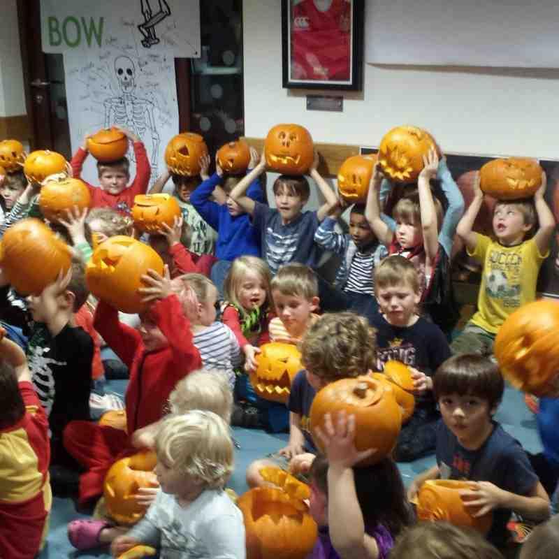 U6's Halloween Pumpkin Carving 2014