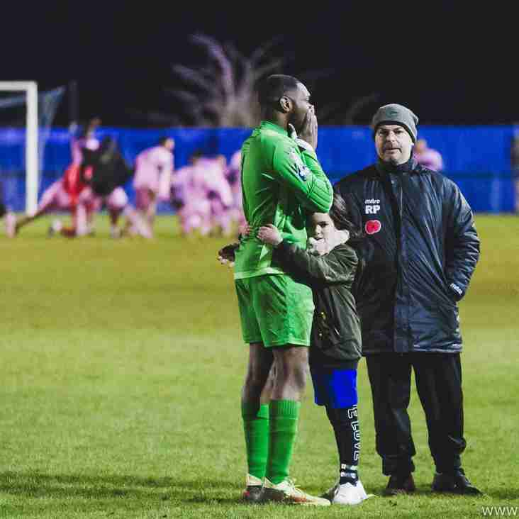 Swifts bring in former Romford keeper