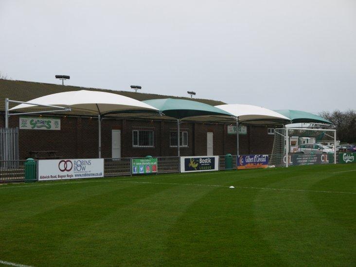 The Bognor beach umbrella terrace