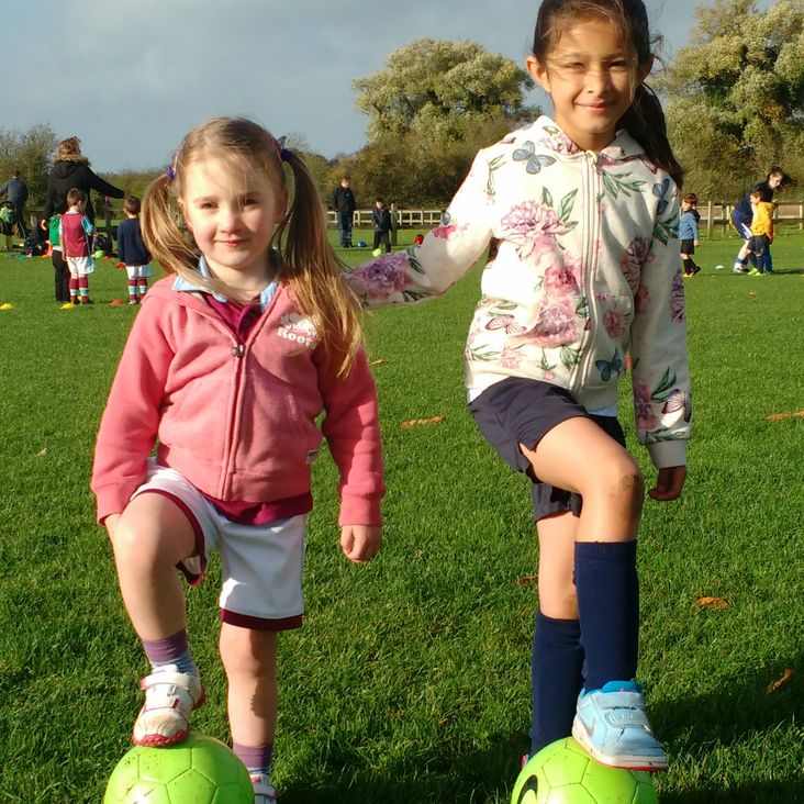 MiniDucks for Girls - Football Training for 3 to 7 Year Olds<