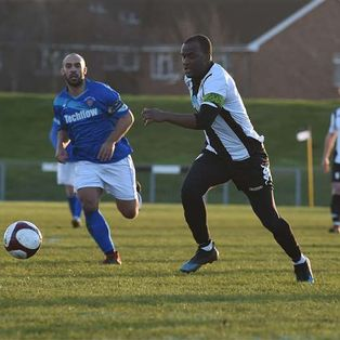 Stand and deliver - Highwaymen rob The Gingerbreads