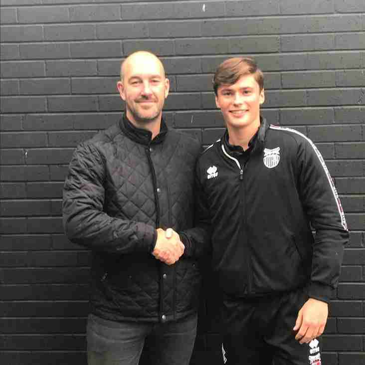 Grimsby youngster joins the Owls