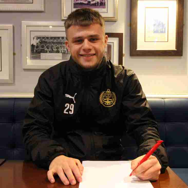 Youngster signs first contract with Mariners