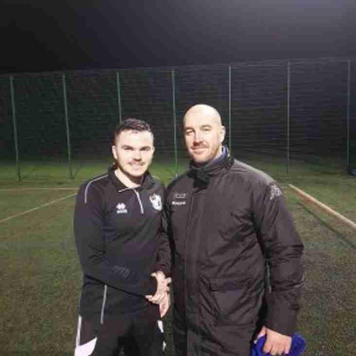 Owls add midfielder Middleton