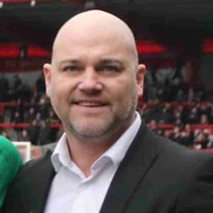 Neil Reynolds signs new deal at FC United