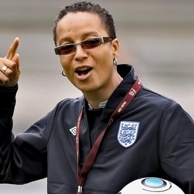 ENGLAND LEGEND, HOPE POWELL PIPS EWE RAMS CHOLERTON AT WEMBLEY FA AWARDS