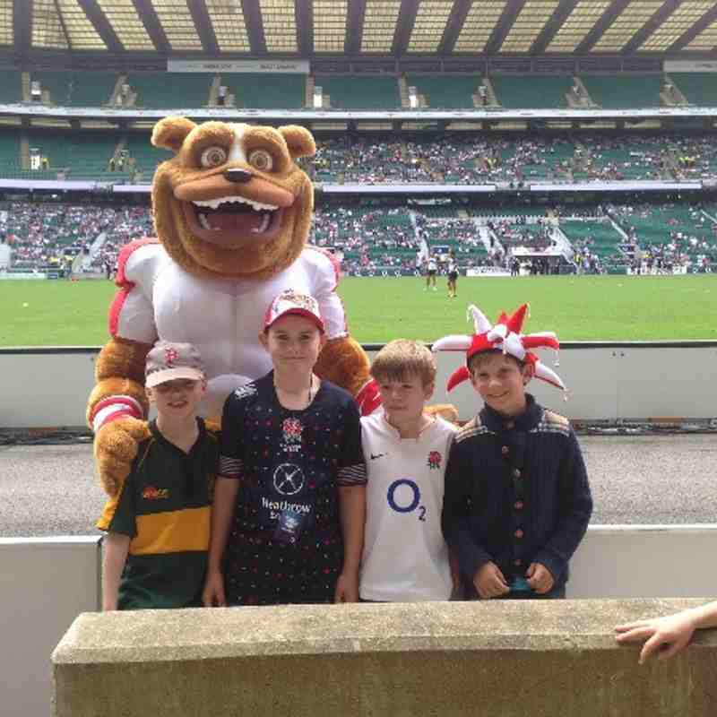 A few u9 with Ruckley at the BarBars game.