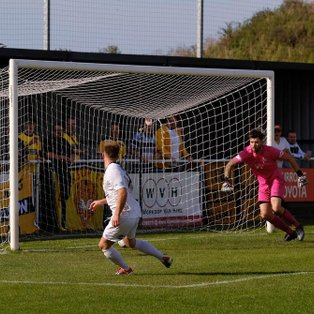 Robson's thunderbolt puts Belper in control