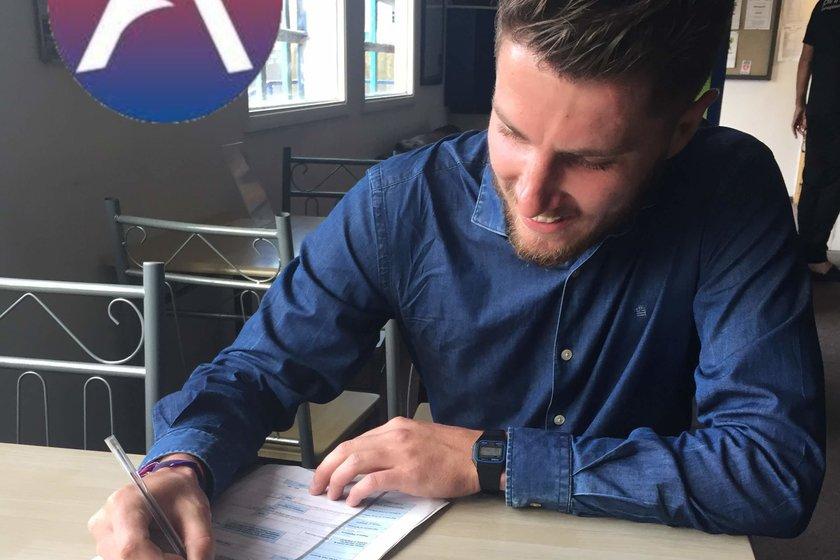 New Signing - Simon Garrivier